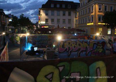 Graffiti-Labyrinth bei Nacht